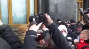 Головні новини 23 лютого: протести проти Авакова, до України не пустили пропагандистів