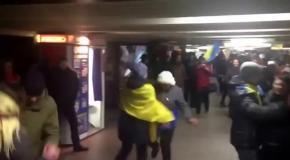 Танцы в метро на Майдане