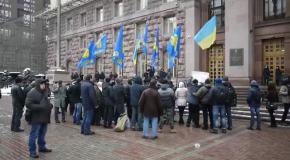 Под мэрией Киева жгли шины (9.02.2015)
