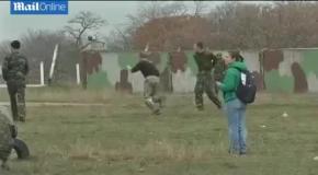 Украинские военные сыграли в футбол возле захваченного аэропорта Бельбек в Крыму