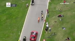 Велогонщик испражнился прямо на дороге
