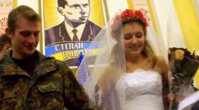 Патруль на Шелковичной и свадьба в КГГА - лучшие фото дня