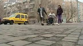 В Донецке девушку на инвалидной коляске не пустили в ночной клуб