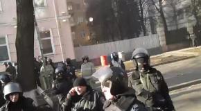 Милиция освистала Кличко, выносившего раненого активиста