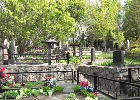 Кража частей монумента намогиле Леси Украинки: милиция задержала подозреваемого