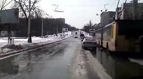 Потоп на проспекте 40-летия Октября (26 марта 2013)