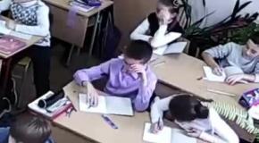 В крымской школе слушали гимн Украины