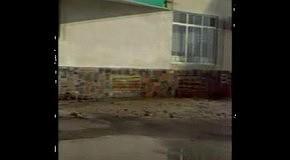 Трубе «труба». В Киеве прорвало теплосеть: 15-метровый столб кипятка обстреливал прохожих камнями