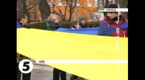 30-метровая Лента достоинства у памятника Шевченко в Киеве