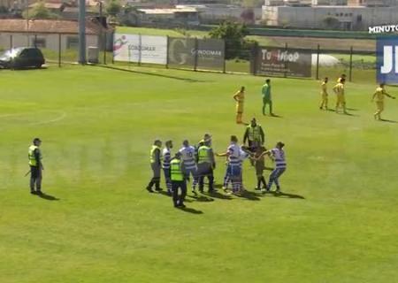 Португальский футболист коленом сломал нос судье