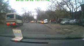 Водитель иномарки разгромил парковку в Одессе