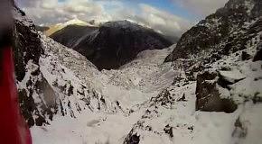 Альпинист сорвался с горы и снял свое падение на камеру