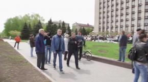 28.04.14 - Ренат Кузьмин встретился с протестующими в Донецкой ОГА