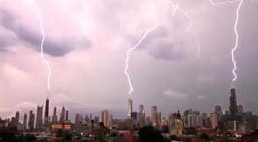 В США молния трижды ударила в небоскреб