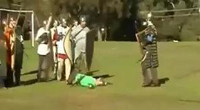 Рыцаря нокаутировали щитом