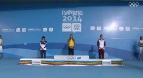 Как на Юношеской Олимпиаде украинской пловчихе вручали золотую медаль