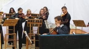 Концерт у мистецькому дворику в Хмельницькому