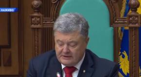 Порошенко поздравил Конституционный суд