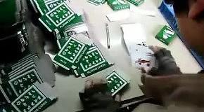 Как китайцы упаковывают карты