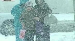 Сильные снегопады и ураганный ветер от Камчатки до Москвы