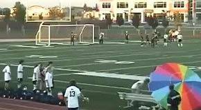 Сальто помогло футболисту забить гол