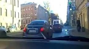Водитель обстрелял машину