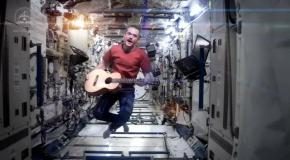 ������ ���� �� �������: Chris Hadfield - Space Oddity