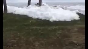Чудо природы - лед наступает с моря
