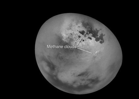 NASA показало необыкновенные облака наТитане