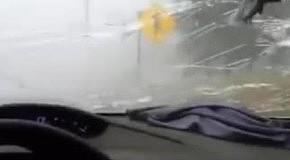 Град бьет стекла авто