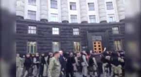 Драка под Кабмином: Нацгвардия против казацкой сотни