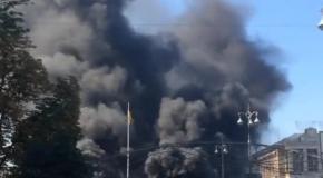 Уборка баррикад на Майдане, 7 августа: жуткий смог от горящих покрышек