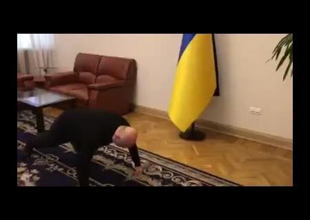 «Навсякий случай». Турчинов перевыполнил норму отжиманий в #PushUpChallenge