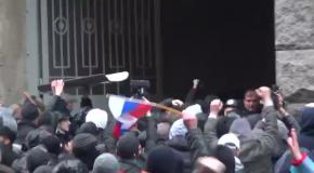 Милиция сдалась во время штурма горсовета в Харькове
