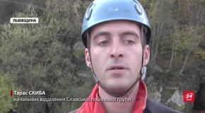 Львівські рятувальники провели навчання і показали, як рятують людей: фото