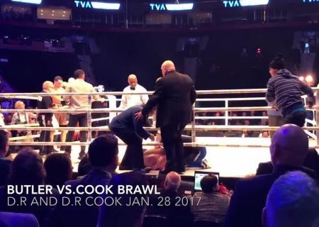 YouTube ВИДЕО: взбешенные зрители отправили боксера внокаут ведром льда