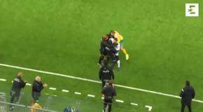 Крутой гол голкипера в девятку, который спас его команду от поражения