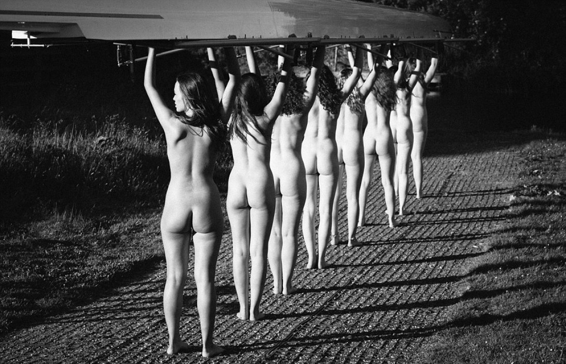 Nude womans team photos — pic 11