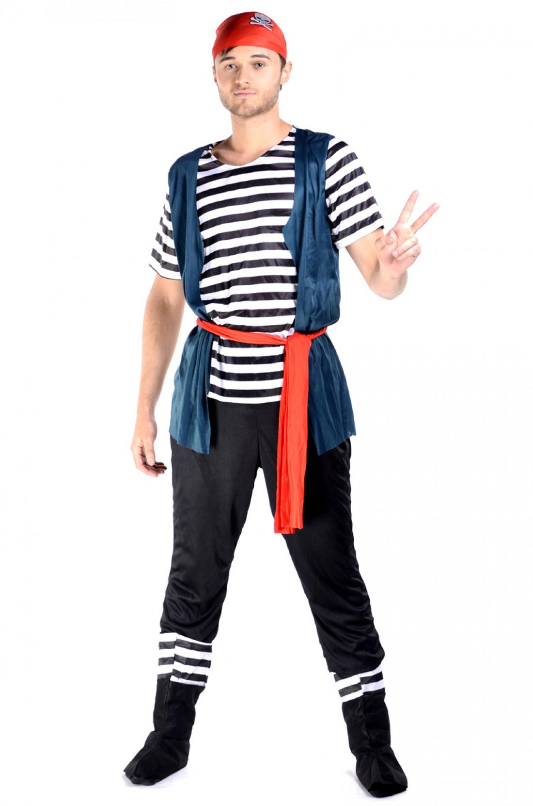 Грозный пират обязательно должен быть с черной повязкой на глазу
