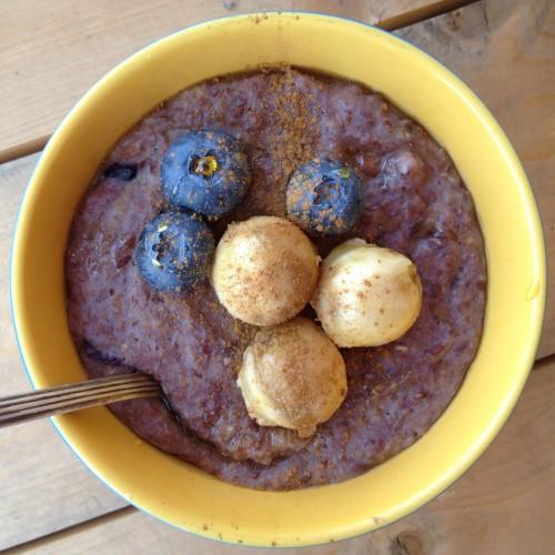 Рецепт                  Овсяная каша с бананом, голубикой и кокосовым сиропом
