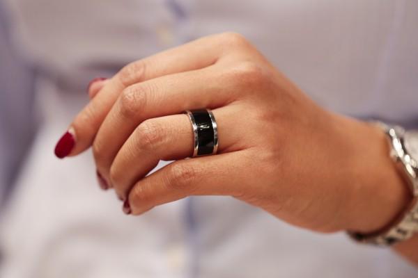 Протопип носимого устройства Mota Smart Ring