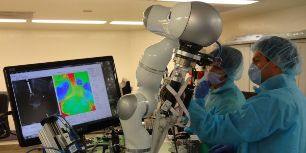 Робот впервые сделал операцию сам