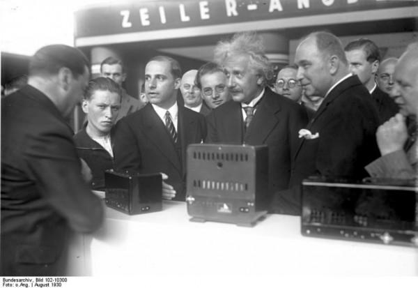 Альберт Эйнштейн на IFA 1930