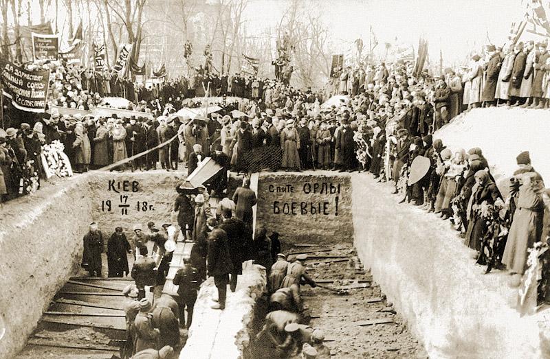 El funeral de los participantes en el levantamiento de enero en Kiev. 17 de febrero de 1918