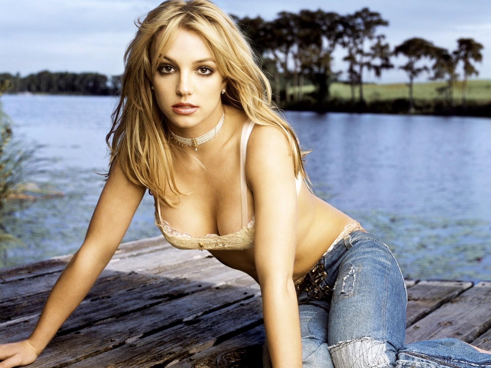 Никакая Бритни Спирс не девственница. Первый секс у нее был еще в 14 лет