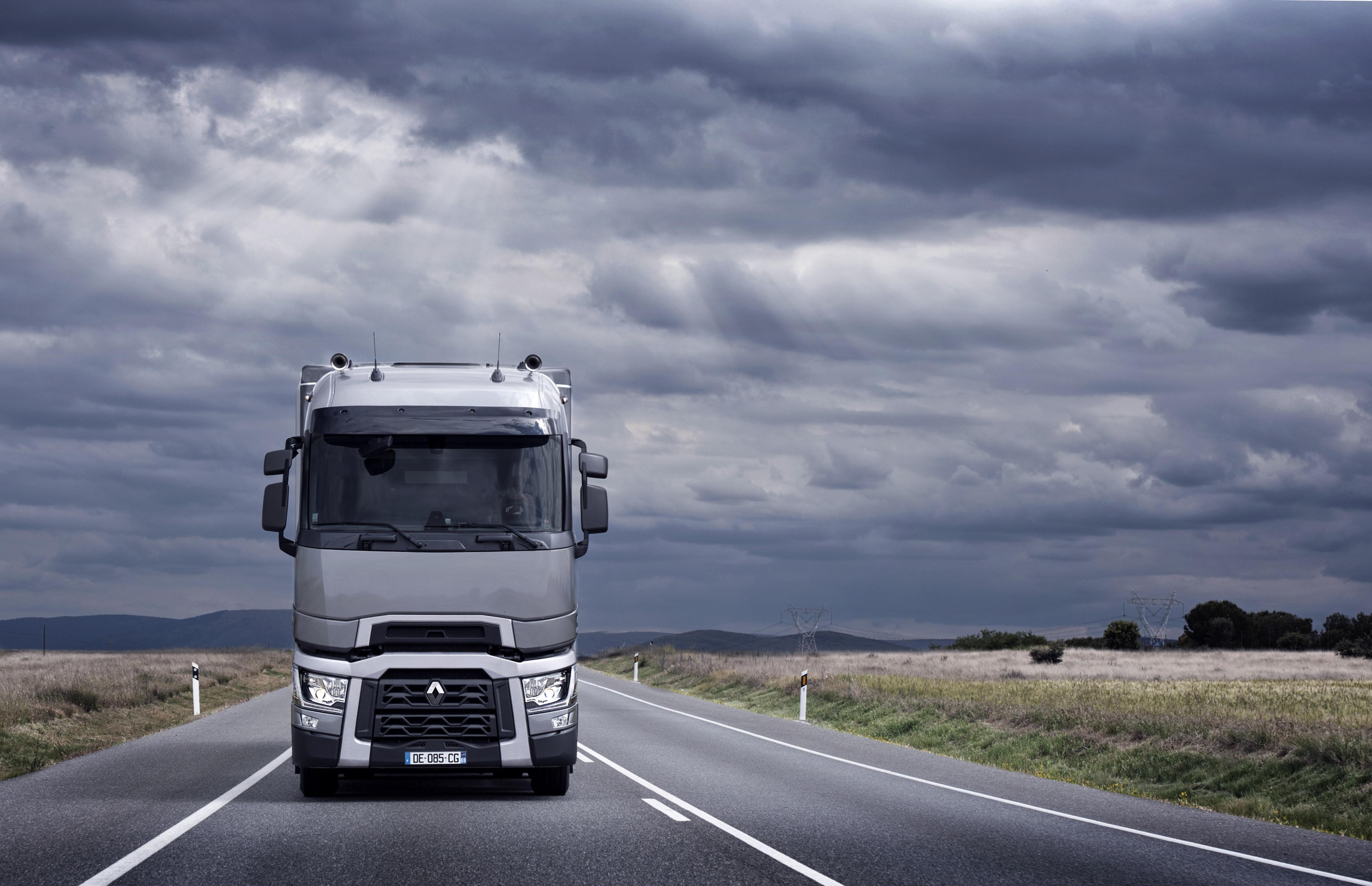 Грузовые автомобили, которые будут выставляться на стенде Renault Trucks  d6f84cb421c