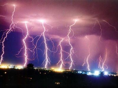 Молния бьет в Эмпайр-стейт-билдинг 25 раз за год