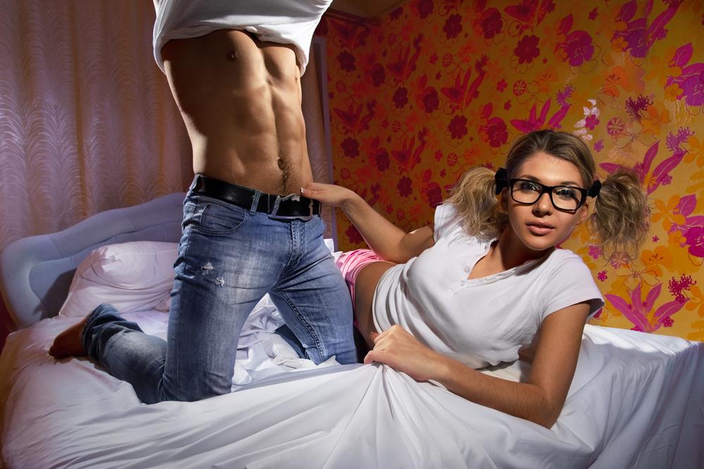 фрэнки широко девка хочет секса смотреть на пацана тут она понимает