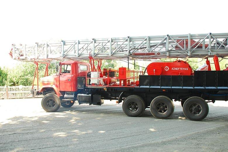 Автомобиль-шасси КрАЗ-7140Н6 может перевозить буровые установки УП-100/125