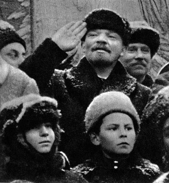 Ведь в... Владимир Ленин только входил в роль вождя.